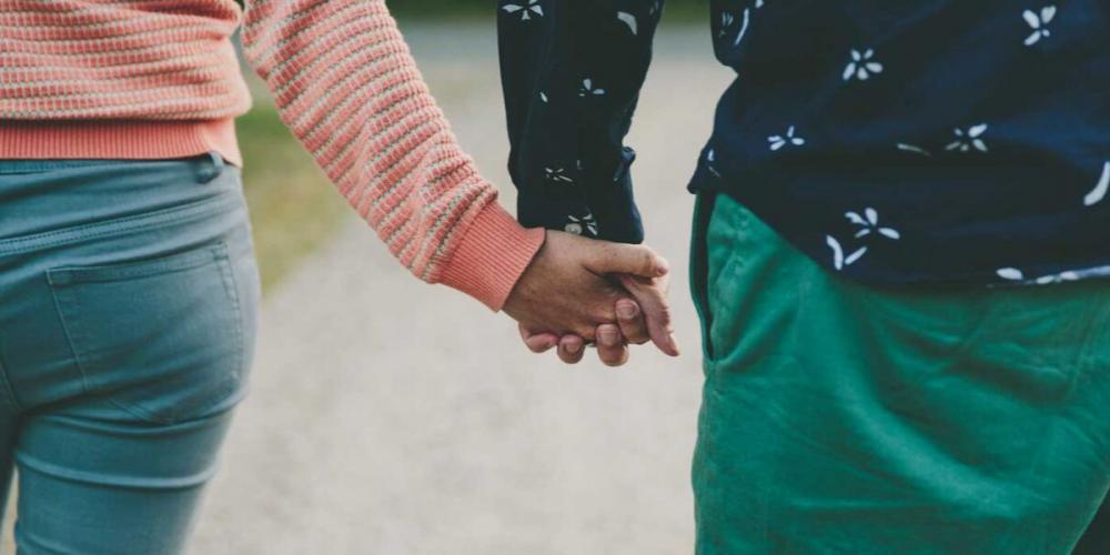 Резултат с изображение за 5-те фази на ухажването, или как се случва любовта?
